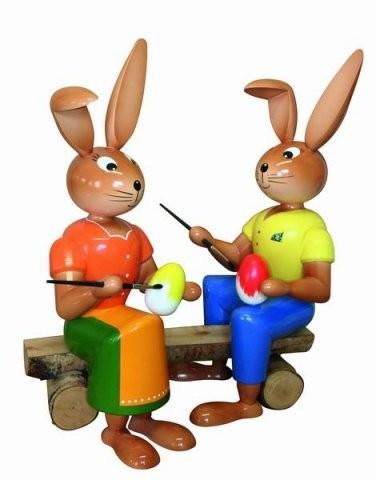 Hasen Malerpaar auf Holzbank 44cm